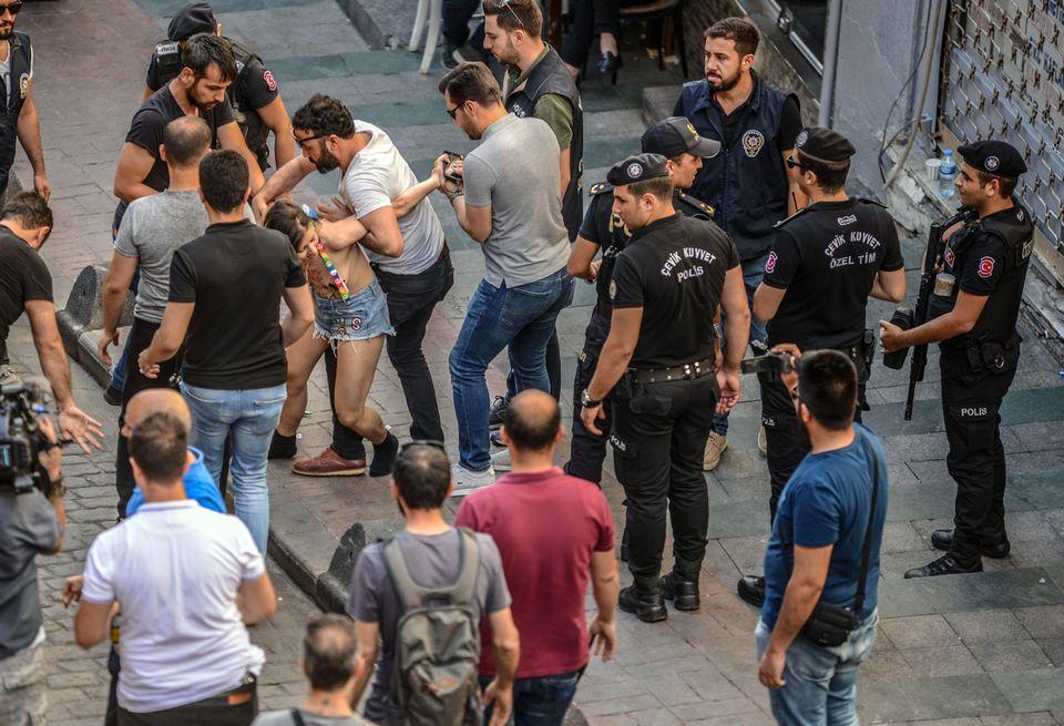 Polícia turca prende membro da comunidade