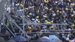 El directo de cómo han irrumpido los manifestantes en el Consejo Legislativo de Hong