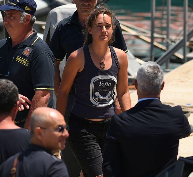 Tensione tra Italia e Germania per l'arresto di Carola. La diplomazia si aggrappa alla