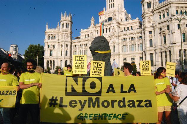 Protesta contra la Ley Mordaza, en julio de 2015, ante el Ayuntamiento de