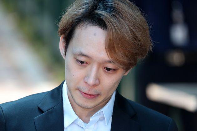 집행유예 선고받은 박유천이 기자들 앞에서 한