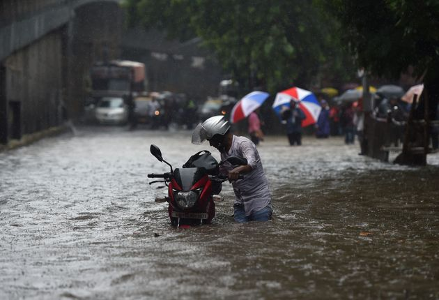 Mumbai Rains: Twitter Uses #RainHost And #RainDost To Offer Shelter To Stranded