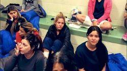 En centre de détention à la frontière mexicaine, des migrantes forcées de boire dans les