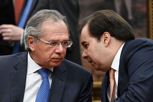 Ministro da Economia, Paulo Guedes, em difícil relação com o presidente da Câmara,...