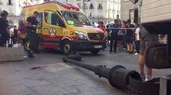 Herida grave una mujer tras caerle encima una farola en la Puerta del Sol