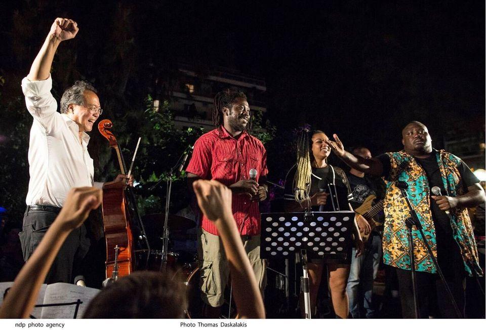 Γιο Γιο Μα στο Ηρώδειο: Αγαπώ την Ελλάδα! - Ο κορυφαίος τσελίστας έπαιξε στο λιμάνι του Πειραιά σαν πλανόδιος