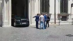 In attesa di Putin arriva la limousine e passa appena dal portone di Palazzo