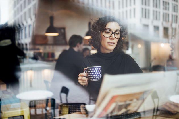 Las mujeres disponen de 1 hora y 37 menos menos de ocio que los