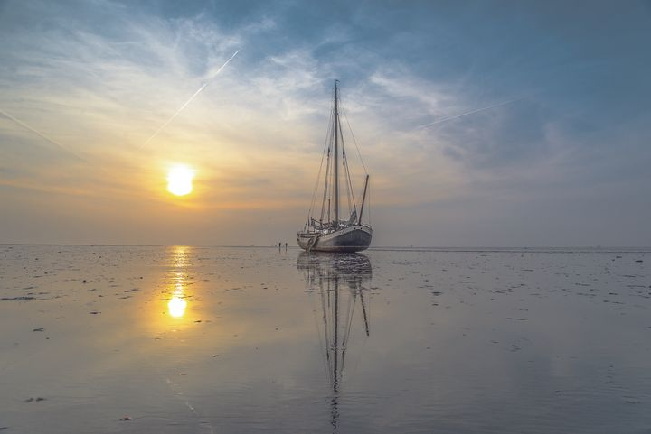 <em>The Waddenzee is a tidal sea that separates the north of the Netherlands from a string of barrier islands. Twice every 24
