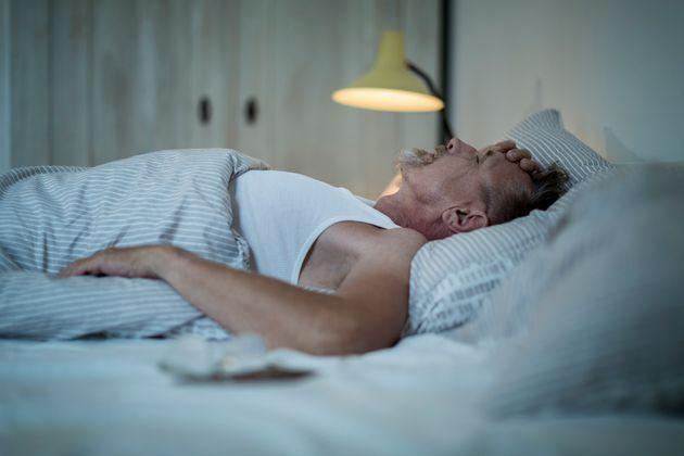 No Brasil, cerca de73 milhões de pessoas têm dificuldades para dormir,de acordo...