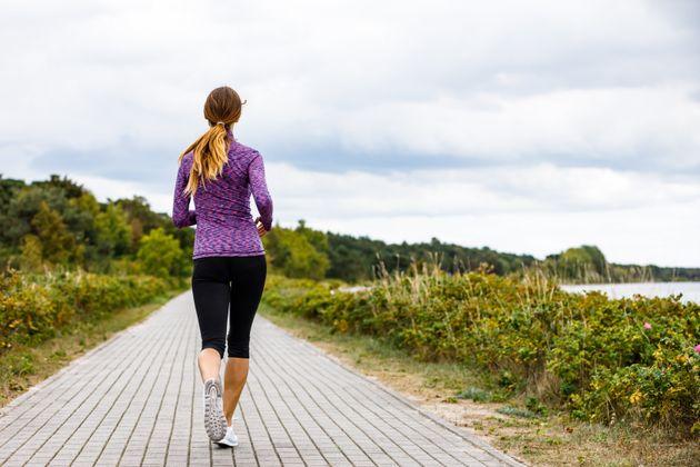Como caminhar por 15 minutos após as refeições pode melhorar sua