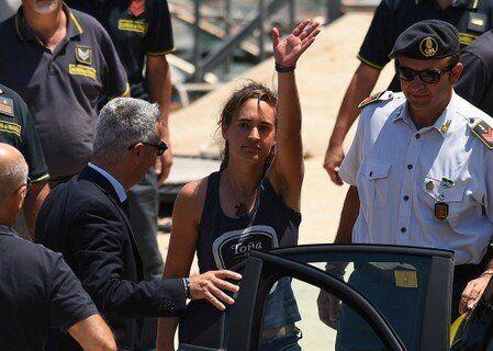 La capitana del 'Sea Watch 3' queda en libertad tras declarar ante la