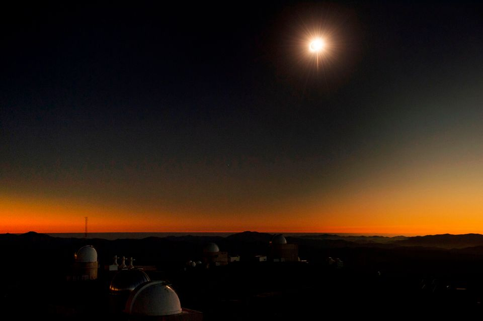 Perdeu o eclipse? Aqui estão 9 fotos que capturam o instante em que o dia virou