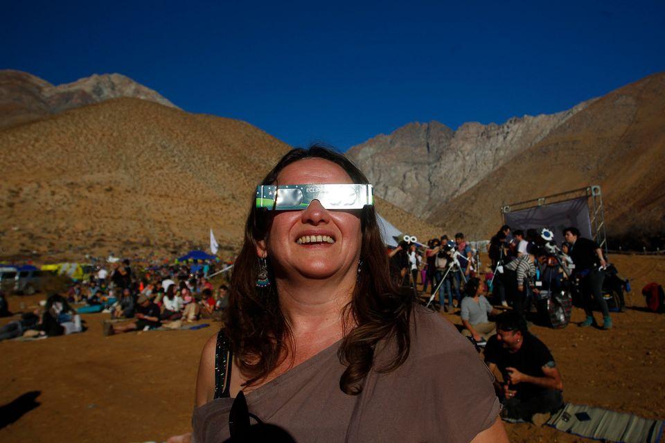Chilenos preparados para assistir ao Grande Eclipse Solar Sul-Americano nesta terça