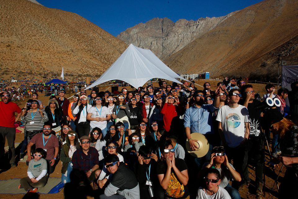 Cerca de 150 mil pessoas se reuniram para ver o fenômeno em pleno Deserto do