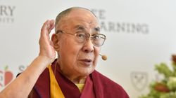 Le Dalaï-Lama s'excuse après avoir dit qu'une femme lui succédant devait être