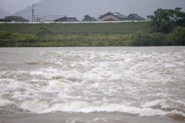 増水して濁る熊本県八代市の球磨川=3日午前