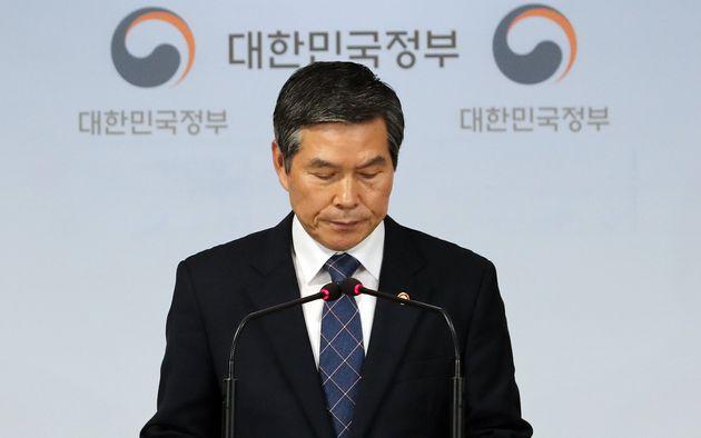 국방장관이 북한 어선 경계 실패를 인정하고 재차 사과했다