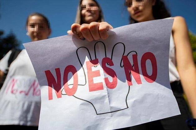 La Fiscalía acusa de abusos sexuales a seis jóvenes por violar por turnos a una menor
