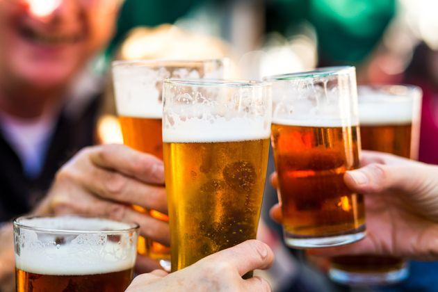 Los españoles beben más cerveza que