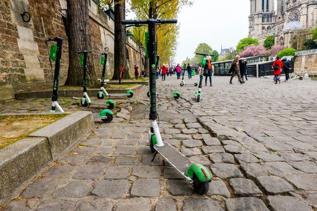 Le temps de la douzaine d'opérateurs de trottinettes électriques à Paris est