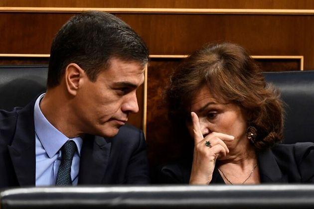 El presidente, Pedro Sánchez, junto a la vicepresidenta Carmen Calvo, en una imagen de