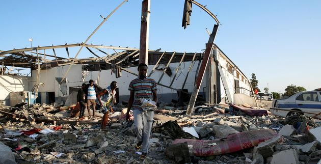 Carnage en Libye après un raid aérien sur un centre pour