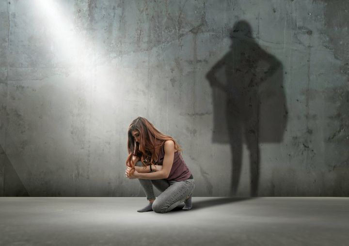 Dénoncer publiquement peut être re-victimisant pour plusieurs survivantes d'agressions sexuelles.