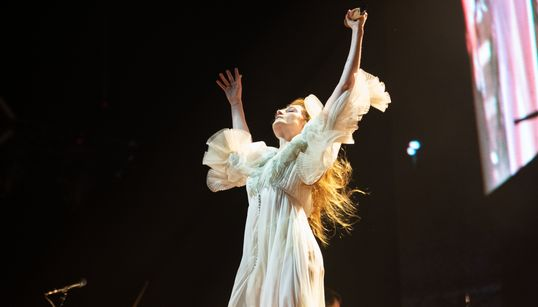 Florence & The Machine: Ανοίγει η προπώληση για τη συναυλία στο