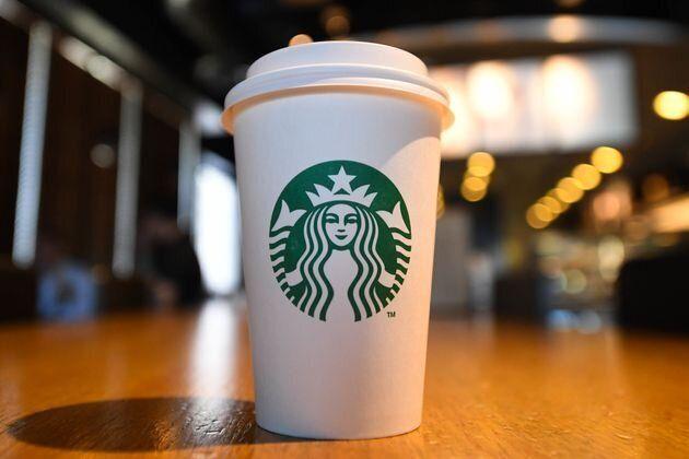 Ιρλανδία: Τα Starbucks αποζημίωσαν με 75.000 λίρες κορίτσι επειδή κάηκε με το τσάι