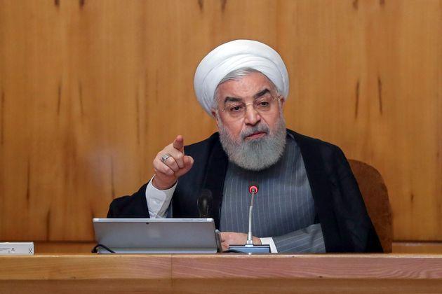 Dans cette photo fournie par le bureau du président iranien, Hassan Rouhani prononce une allocution...