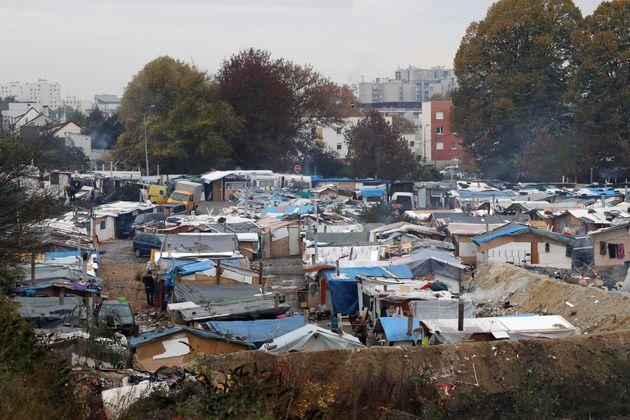 Un camp de Roms à proximité de Paris