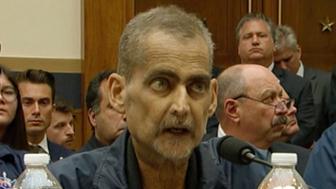 Esta imagen de video muestra al exdetective de Nueva York y socorrista del 11 de septiembre Luis Alvarez hablando durante una audiencia de la Comisión Judicial de la cámara baja en el Capitolio, en Washington, el martes 11 de junio del 2019. (US Network Pool via AP, Pool)