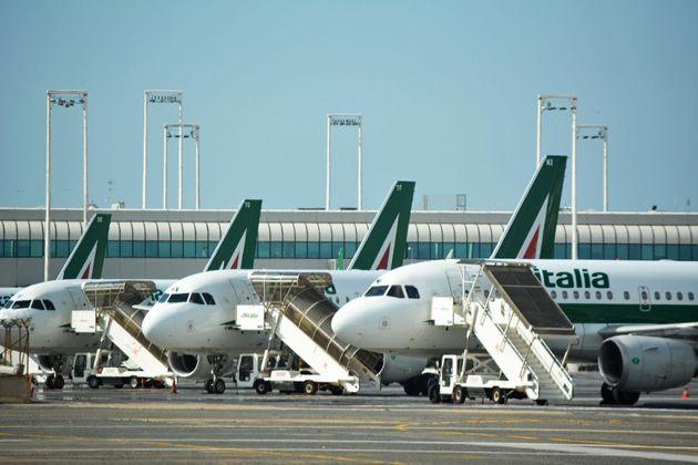 I sindacati delusi dall'incontro con Di Maio su Alitalia. Conte apre a un percorso condiviso sulla