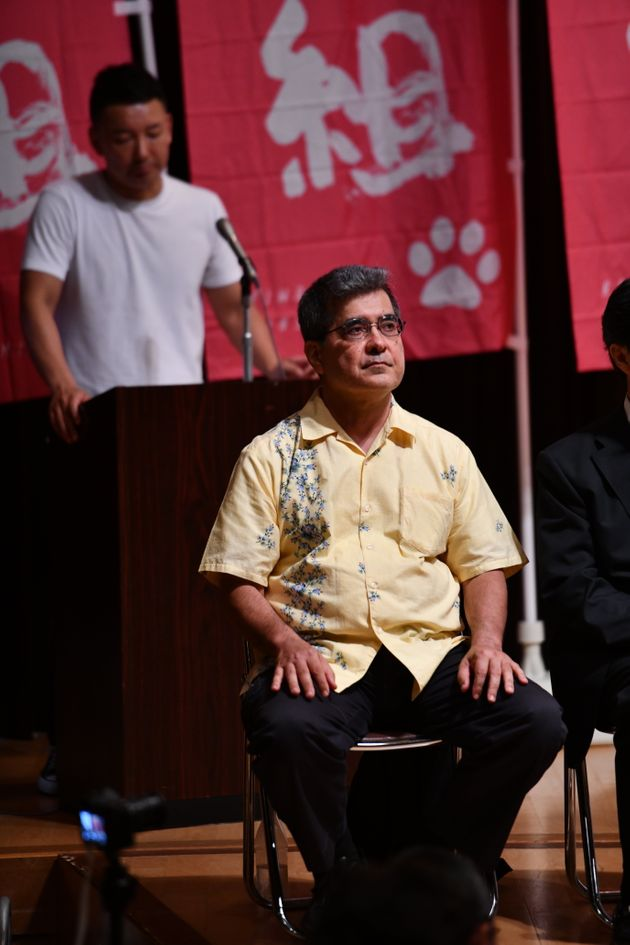 立候補予定者発表会に出席する野原さん(手前)=7月3日、東京