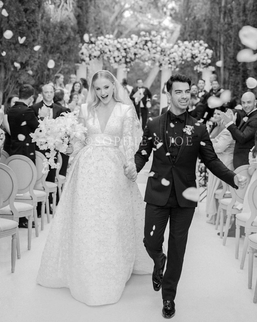 Sophie Turner dévoile une photo de son mariage avec Joe Jonas à Carpentras