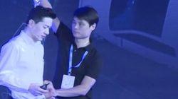 Μπουγέλωσαν τον ιδιοκτήτη της Baidu την ώρα που εκφωνούσε