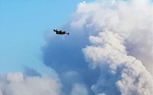 Μεγάλη φωτιά στα Μανίκια της Εύβοιας - Εκκενώθηκε ένα