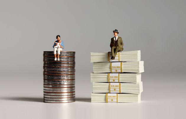 Ερευνα: Το 10% των εργαζομένων λαμβάνει σχεδόν το μισό των μισθών του