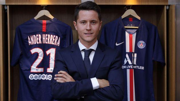 Le milieu de terrain espagnol Ander Herrera arrive libre de Manchester United. Il aura la charge d'apporter...