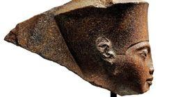 Ο οίκος Christie's πούλησε τη γλυπτή κεφαλή του Τουταγχαμών παρά τις αντιδράσεις της