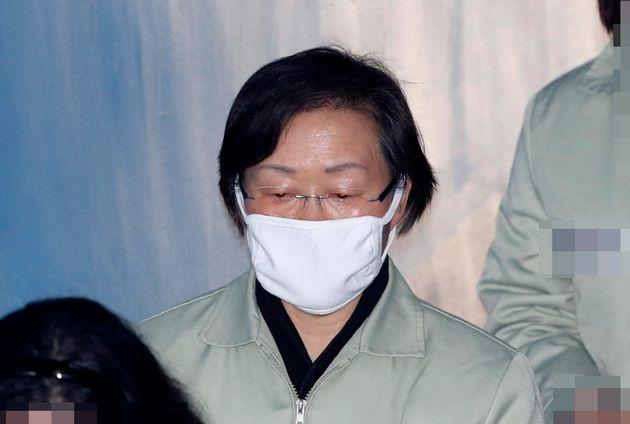 '구청 포상금 횡령' 신연희 전 강남구청장 징역 2년 6월