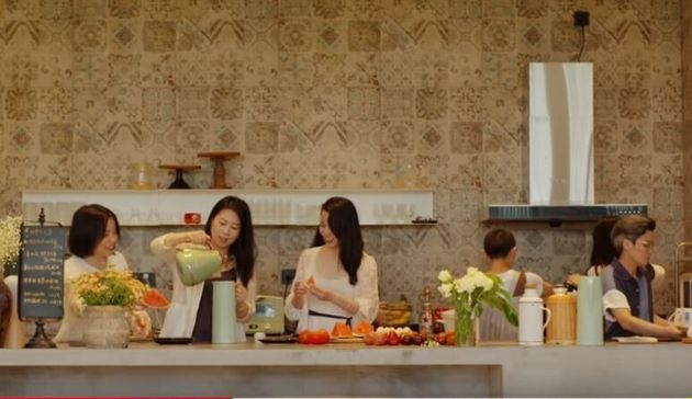 In Cina 7 amiche hanno deciso di comprare una casa per invecchiare