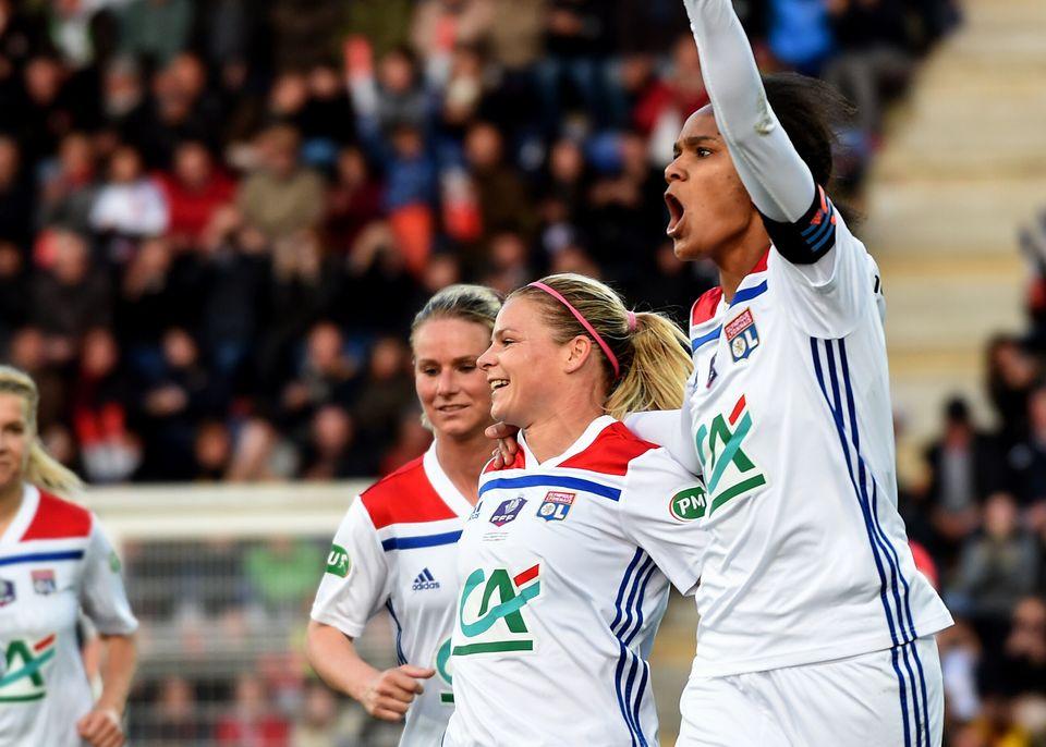 Amandine Henry, Eugénie Le Sommer et Wendie Renard sous le maillot de l'Olympique Lyonnais après...