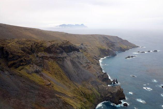 Un rivage de l'île de la possession dans l'archipel des îles Crozet (photo prise en août