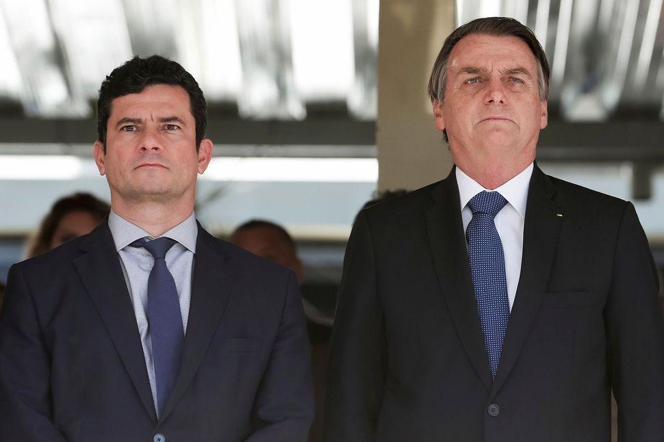 Sur cette photo, publiée par le service de presse du président, Jair Bolsonaro, à...