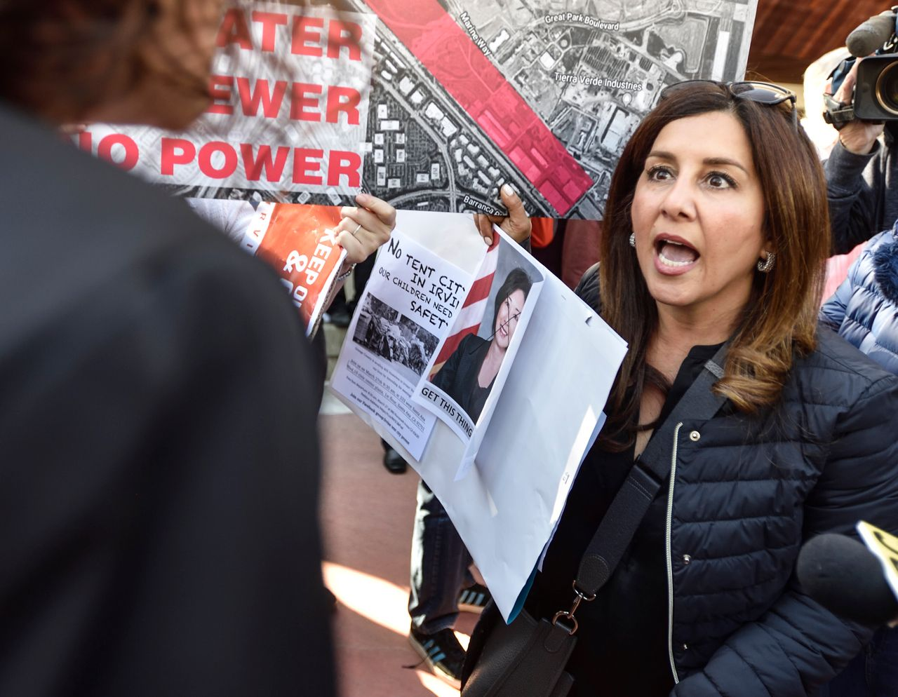 An opponent of a proposed homeless shelter argues with a supporter in Irvine, California.