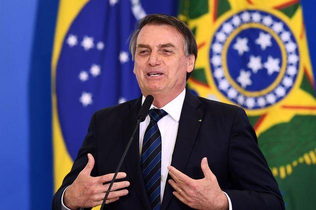 A campanha presidencial de Jair Bolsonaro é investigada pelo uso de disparos em massa de mensagens...