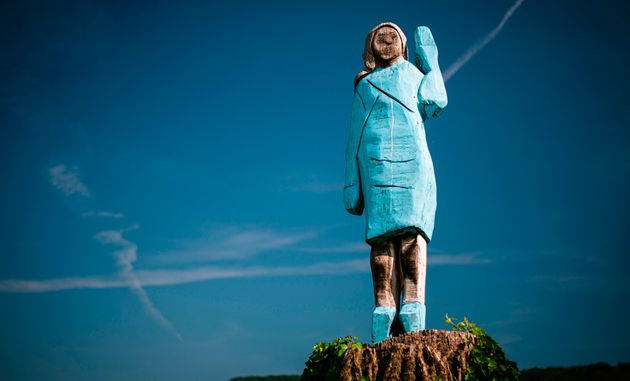 Cette statue de Melania Trump a été installée dans un champ près de Sevnica,...