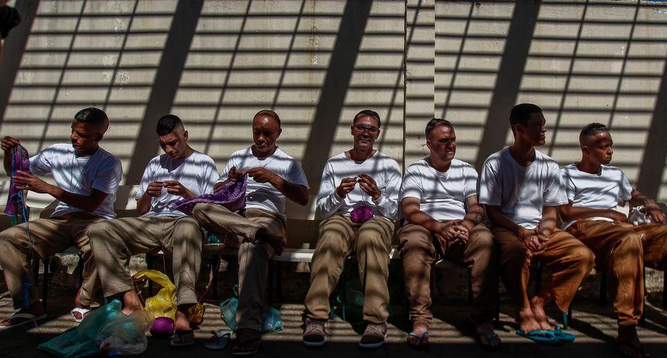 Dos presos que trabalham, 75% não era remunerado ou recebia menos do que o mínimo legal,...